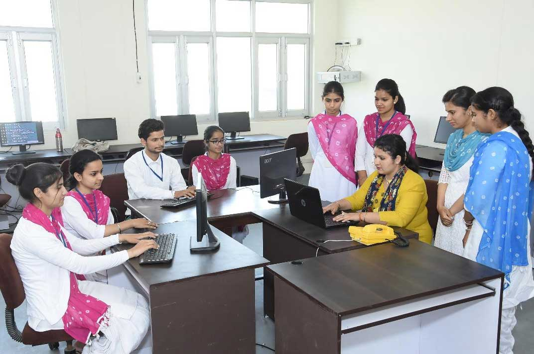 Computer Lab @ DAV College of Education, Hoshiarpur